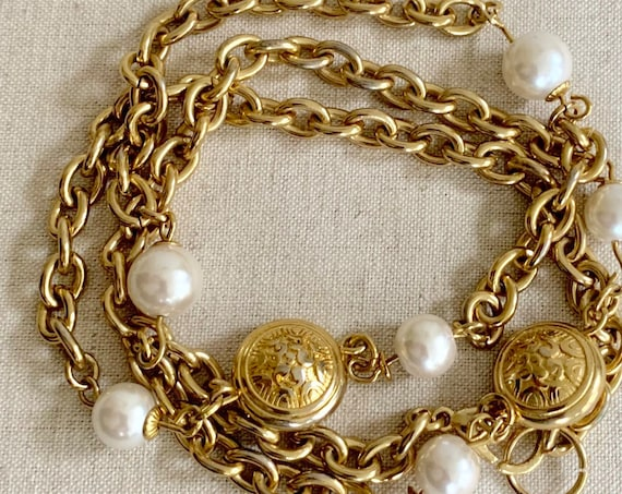Long 80s Gold Necklace Vintage Gold Tone Chain Link Faux Pearl Beads Medallion Details