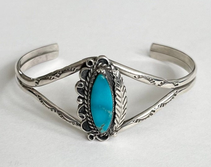 Navajo Turquoise Bracelet Cuff Vintage Native American Sterling Silver Split Shank Band Classic Design Feather Leaf Accent Artist Signed R