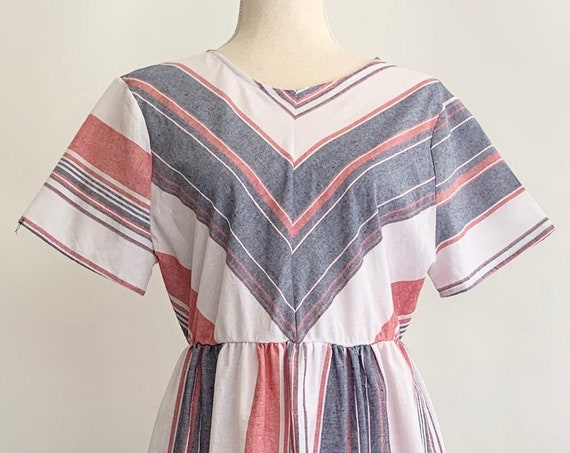 Linen Weave Dress Striped Faded Red White Blue Vintage Ces Femmes Made in USA Short Sleeve Elastic Waist East Fit Size XS S
