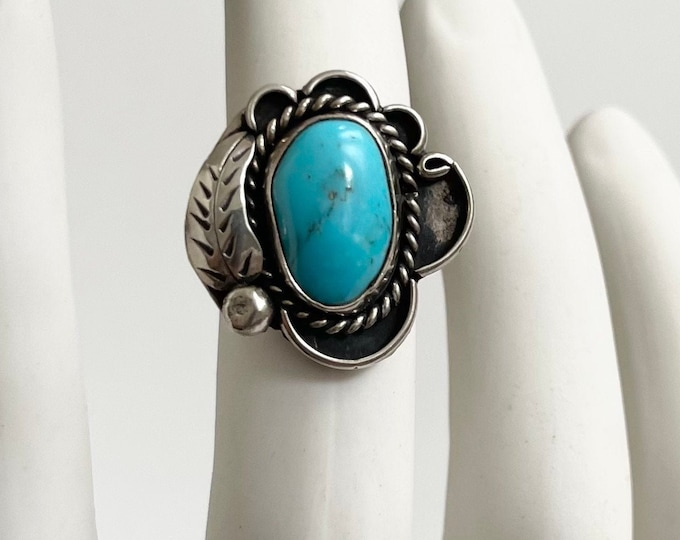 50s Navajo Turquoise Ring Traditional Sterling Silver Leaf Feather Detail Vintage Native American Crafted Size 8.25