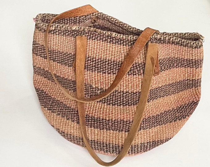 80s Sisal Market Bag Vintage Straw Purse Beach Bag Worn Leather Straps Faded Striped Beige Blush Pink Taupe Stripes