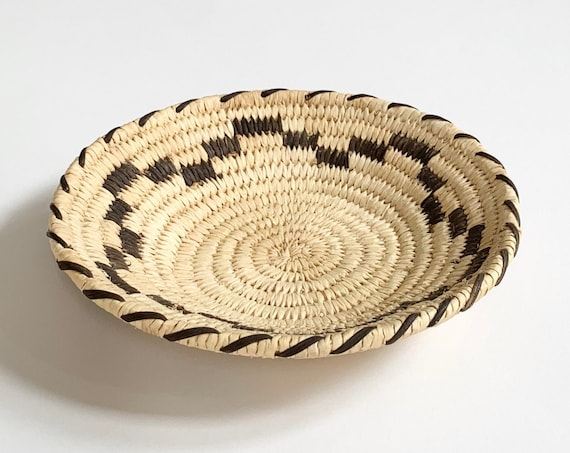 Small Papago Basket Tray Shallow Bowl Vintage Handmade Native American Tohono O'Odham Round Circle Boho Southwest Home Decor