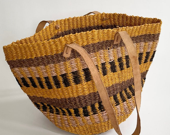 80s Sisal Market Bag Vintage Straw Purse Beach Bag Leather Straps Mustard Brown Beige Black Stripes Excellent Condition Made in Philippines