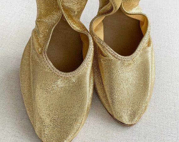 Gold Lame Slippers Flats Ballet Flat Pointed Toe Suede Soles Vintage Bonwit Teller Shoes in Original Packaging Boudoir Nightwear Size 8