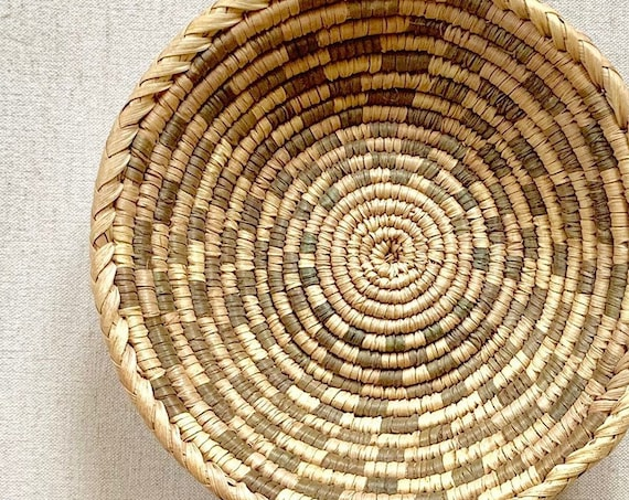 Finely Crafted Woven Basket Bowl Tray Shallow Bowl Coil Swirl Vintage Handmade Coil Baskets Circle Round