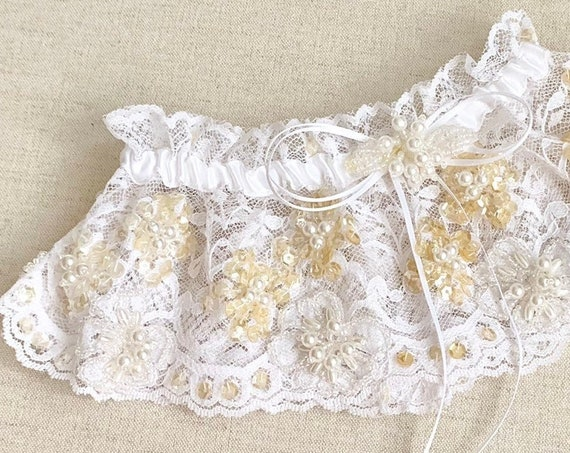White Lace Garter Belt Vintage Retro Bridal Wedding Satin Bow Pearl Beads Beaded Sequins Excellent Condition