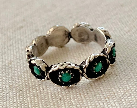 Zuni Turquoise Ring Band Vintage Native American Sterling Silver Petit Point Green Turquoise Stackable Size 8.5