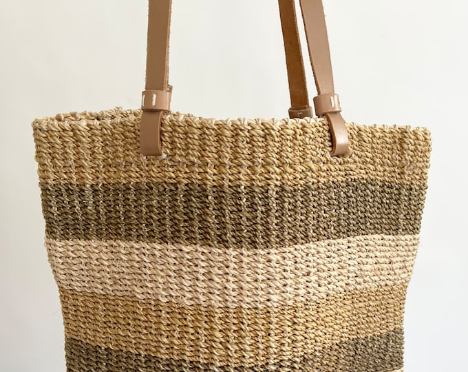 Beige Sisal Market Bag Vintage Straw Purse Beach Bag Leather Straps Excellent Condition Made in Philippines