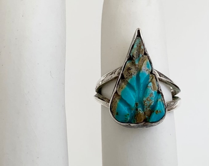 Carved Turquoise Leaf Ring Vintage Native American Navajo Teardrop Shaped Stone Sterling Silver Split Shank Band Size 6