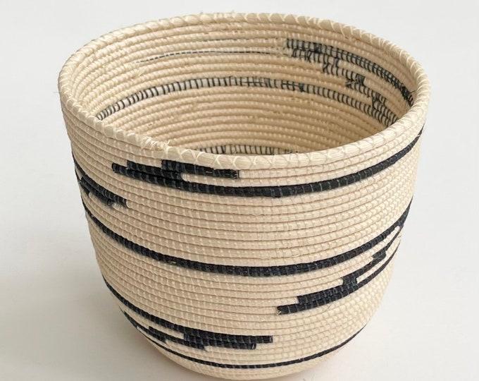 Super Fine Basket Bowl Vintage Hand Woven Coil Straw Basket Southwest Boho Style Handmade Small Size