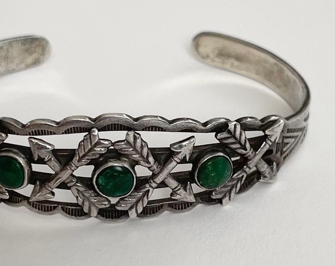 Fred Harvey Bracelet Cuff Green Turquoise Vintage Native American Fred Harvey Era Crossed Arrows Stamped Sterling Silver Band