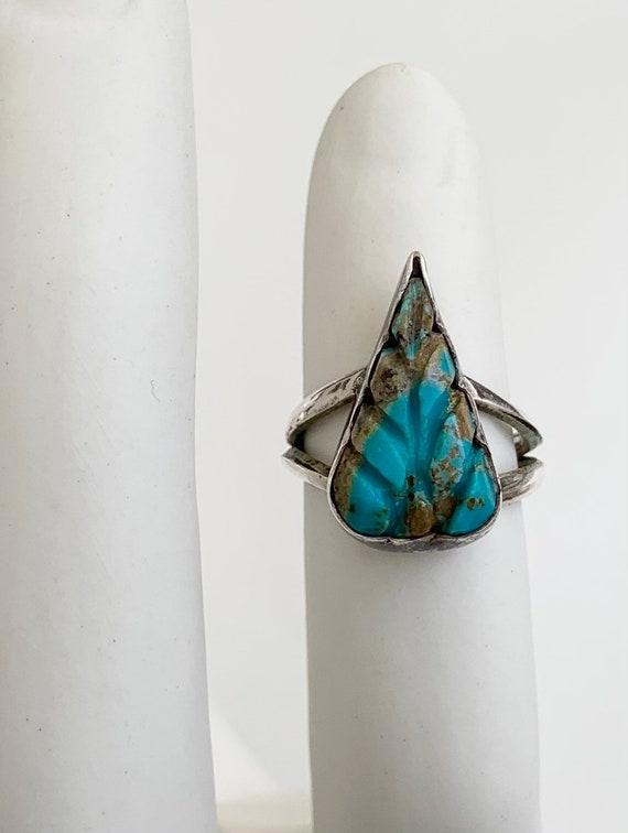 Carved Turquoise Leaf Ring Vintage Native American Navajo Teardrop Shaped Stone Sterling Silver Split Shank Band Size 6