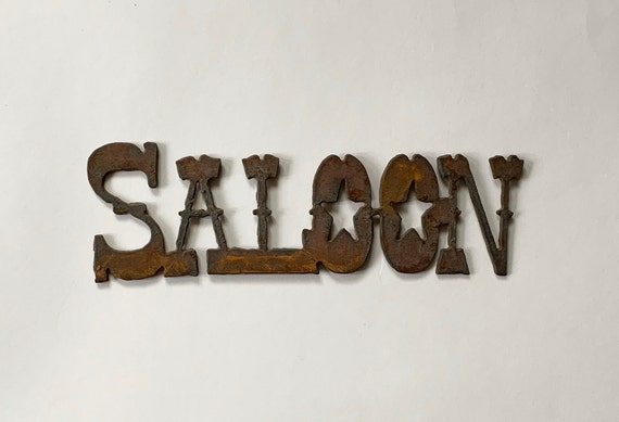 Forged Iron Saloon Plaque Sign Decal Medallion Vintage Western Home Ranch Cabin Decor Wall Hanging Cast Iron