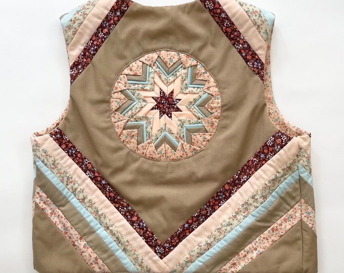 Cropped Quilted Vest Vintage 60s 70s Pastel Prairie Floral Patchwork Boho Folk Style XS