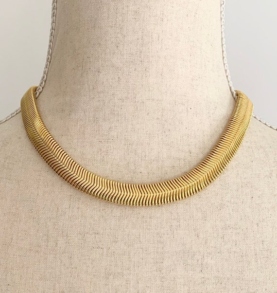 "80s Gold Choker Necklace Vintage Slinky Serpentine Liquid Link Glam 16.5"" Length"