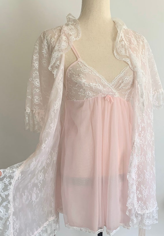White Lace Bridal Babydoll Peignoir Two Piece Set Vintage 60s Made by Radcliffe Baby Pink Lace Size XS