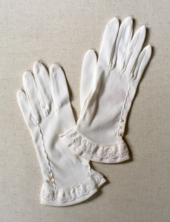 Short Ivory Gloves Wedding Bridal Made in Japan Vintage Nylon Kid Gloves Scallop Embroidered Trim