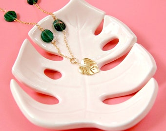 Monstera leaf necklace, Monstera necklace, Tropical leaf necklace, Green gemstone dainty necklace, Boho summer necklace, Nature lover gift