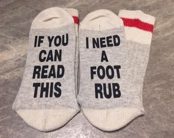 If You Can Read This ... I Need A Foot Rub (Word Socks - Funny Socks - Novelty Socks)