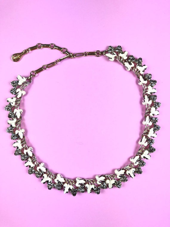 Vintage Leaves Rhinestone White Grey Necklace | De