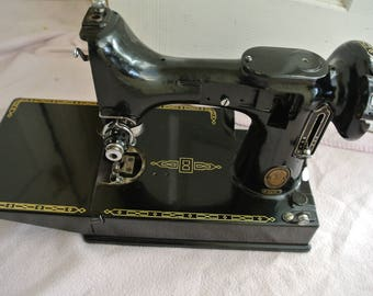 Singer 221K Portable Featherweight Sewing Machine