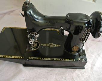 Singer 221K Portable Featherweight Sewing Machine