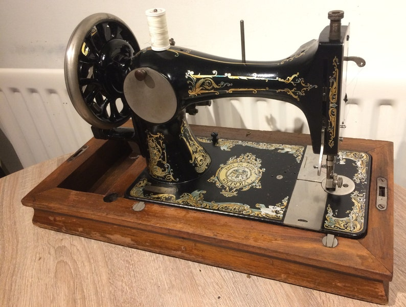Vickers Modele de Luxe, 1920s C1-16632 | Antique sewing