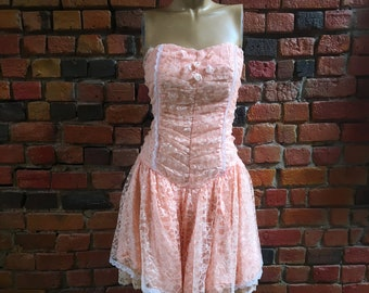 1980s Prom Dress in Salmon Pink Lace with Fitted Elastic Bodice, Boning, Drop Wait, and Full Tulle Skirt 1998
