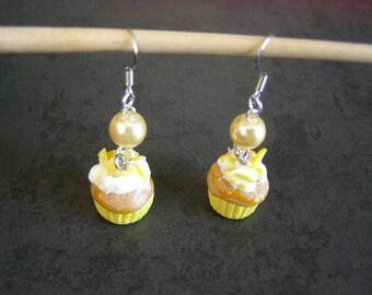 pair of dangle earrings, cupcake, lemon