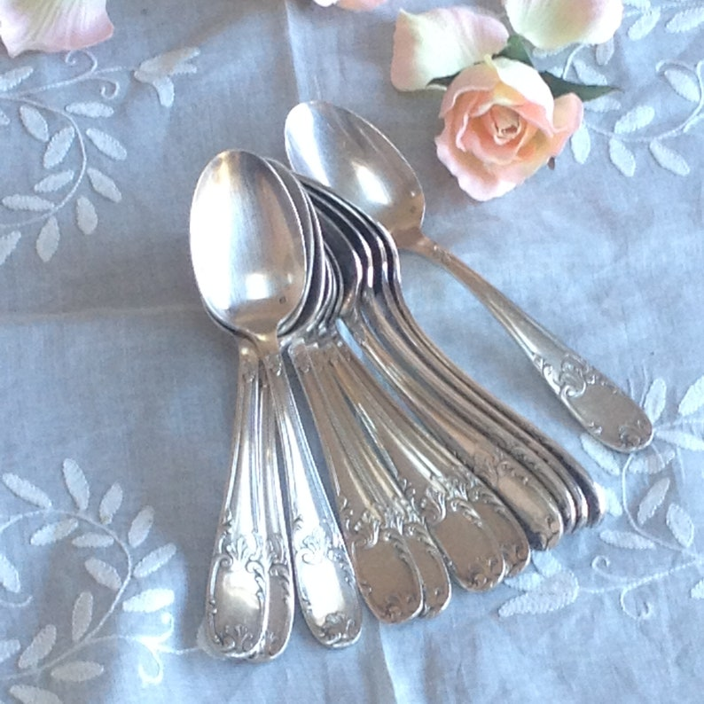 Rococo spoon Foliage and leaves chiseled trim French vintage silver plated dessert spoon