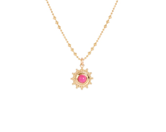 Necklace gilded with fine gold in ball chaine with pendant adorned with a flash pink cabochon