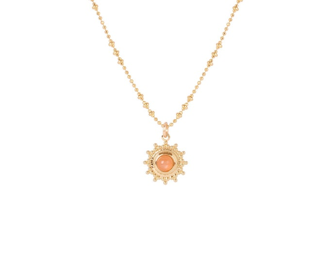 Necklace gilded with fine gold in ball chaine with pendant adorned with a orange moonstone cabochon