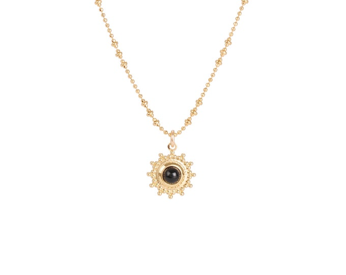 Necklace gilded with fine gold in ball chaine with pendant adorned with a black agate cabochon
