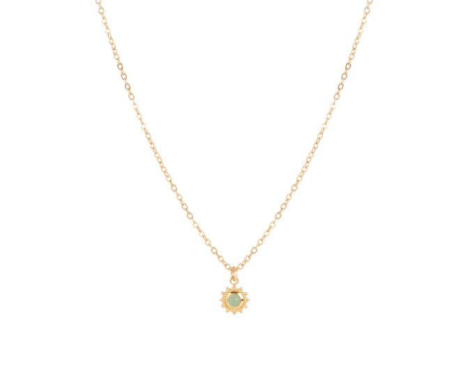 Forçat chain necklace and mini flower pendant with green aventurine cabochon