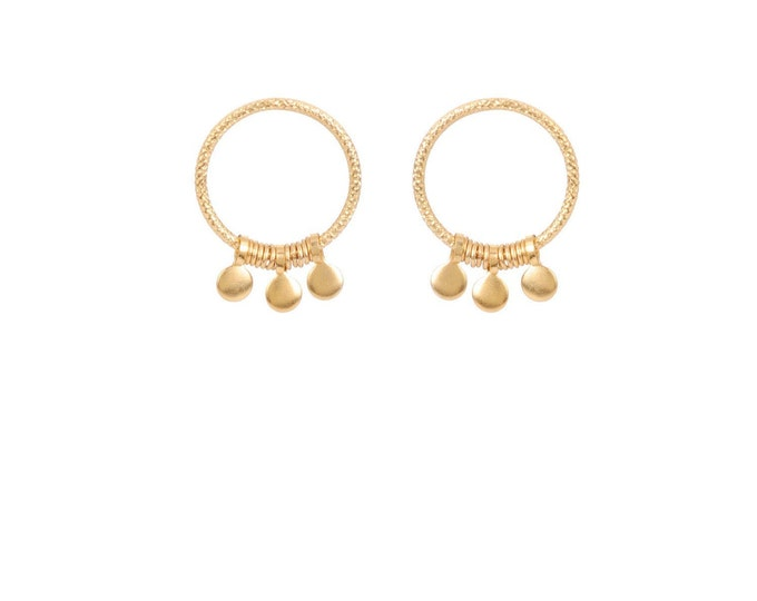 Hoop earrings engraved with fine gold gilded pendants