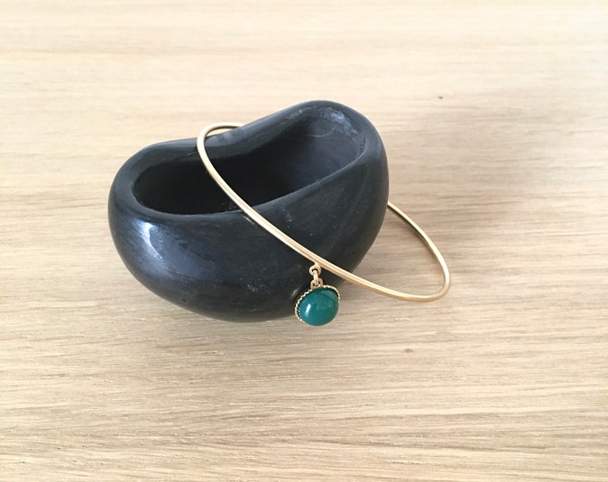 Fine bangle surmounted by a cabochon - available in mother-of-pearl, green agate, black agate - Intuitu Paris