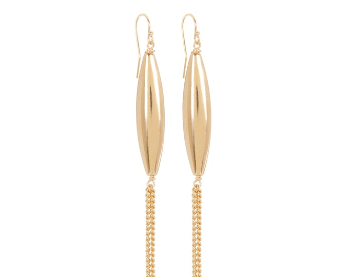 Long earrings and golden chains - by Intuitu Paris