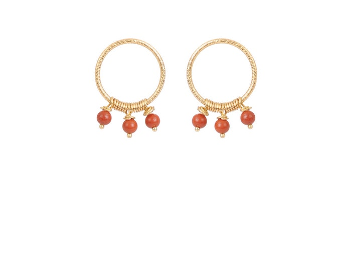 Hoop earrings engraved with 3 red jasper pearls