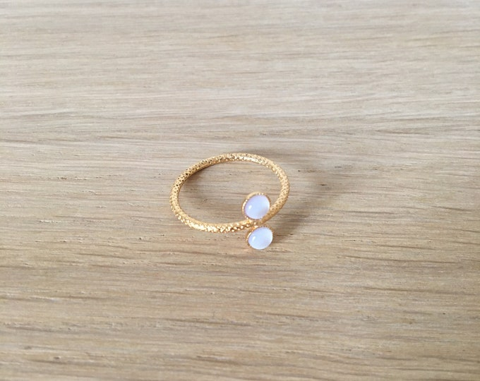 Ariane golden ring with 2 cabochons in mother of pearl - Intuitu Paris