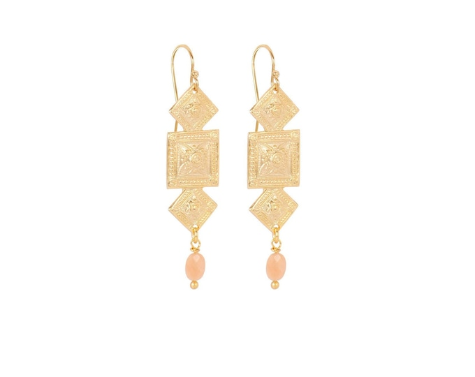 Antique geometric gold earrings with an pink moonstone drop