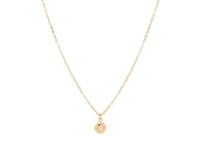 Forçat chain necklace and mini flower pendant with rose quartz cabochon