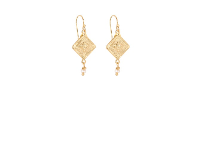 Short antique gold earrings with a freshwater pearl drop
