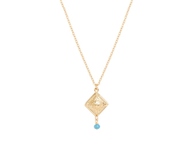 Gold necklace with an engraved pendant finished with a blue apatite stone