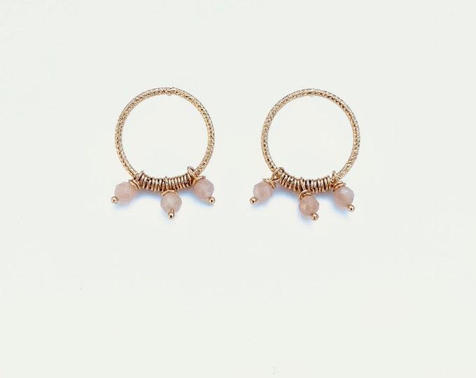 Golden ariane earrings : orange moonstone and engraved wire - Intuitu Paris