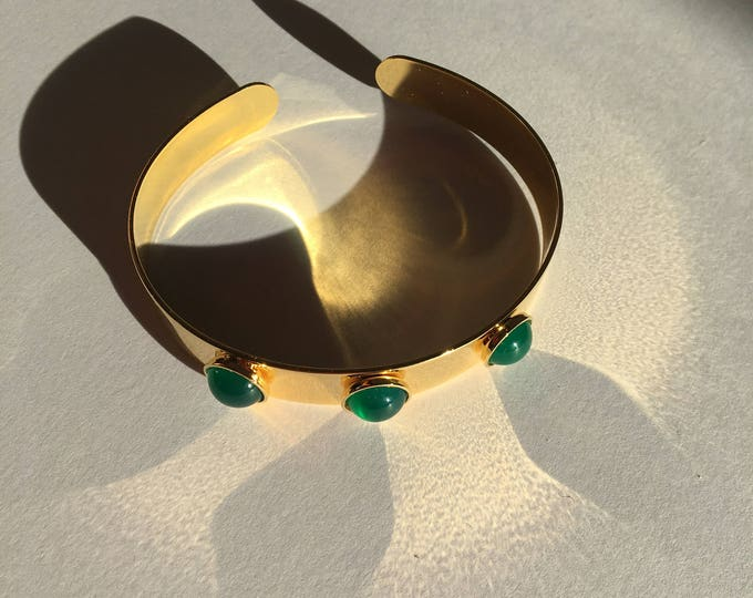 Golden joncs with cabochons in green agate - Intuitu Paris