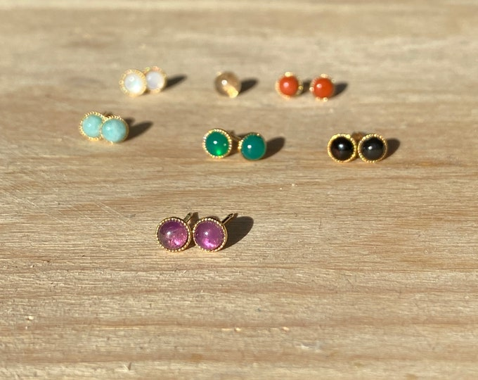 Ear chips stone cabochon gilded with fine gold