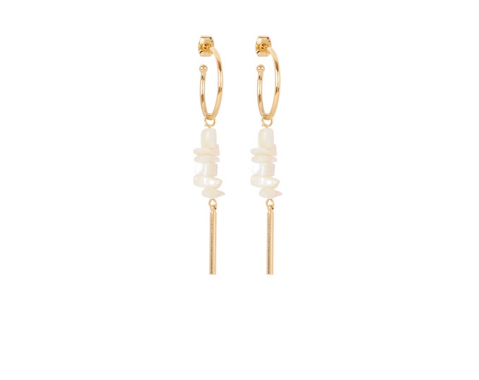 Hoop earrings with gold tube and mother-of-pearl seashell