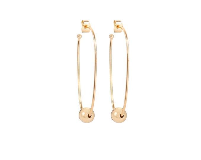 Long golden JULIETTE earrings with a golden ball