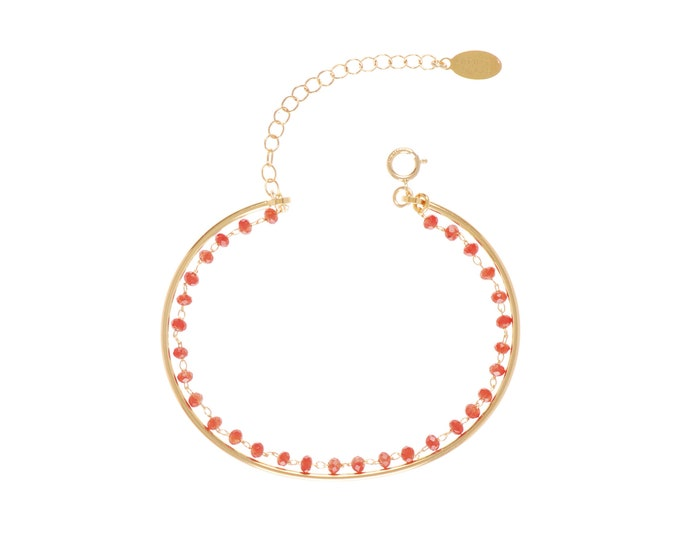 Golden Bangle Bracelet lined with a burgundy beaded glass beads chain - Bijoux Intuitu Paris
