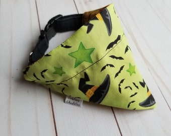 Reversible dog bandana, Halloween, MEDIUM size, green /orange, witch hats, pumpkins, cobwebs, dog furniture, cat furniture, dog lovers gift